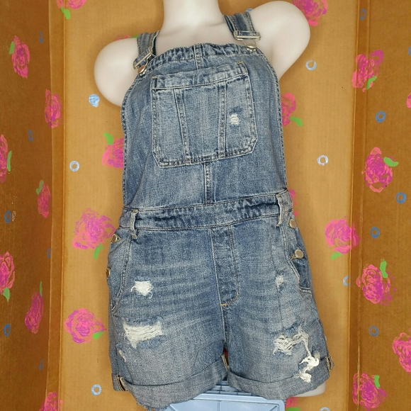 BLANK NYC OVERALL JEAN SHORTS SIZE 30